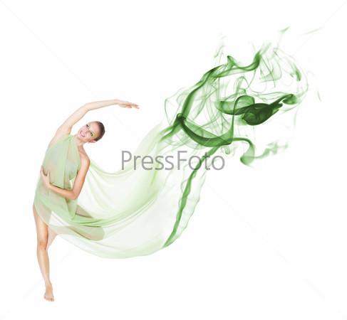 Танец в движении с летящей тканью