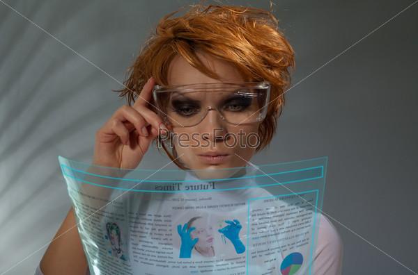 Газета на прозрачном гибком экране