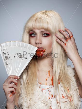 Блондинка-вампир