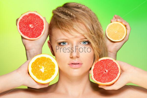 Фотография на тему Портрет женщины с фруктами