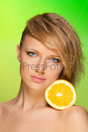 Портрет женщины с фруктами