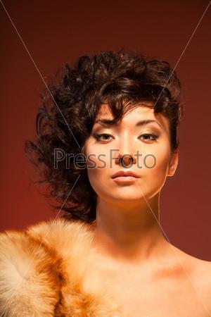 Красивая восточная женщина