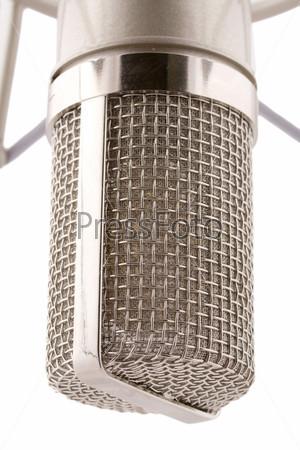 Специализированный студийный микрофон на белом фоне