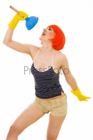 Фотография на тему Женщина поет во время чистки туалета. Яркие цвета
