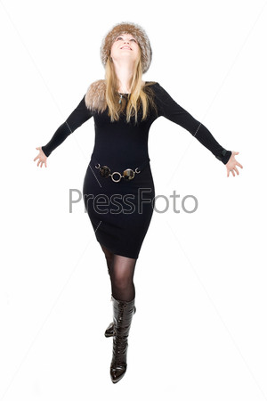 Русская светловолосая женщина в меховой шапке на белом фоне