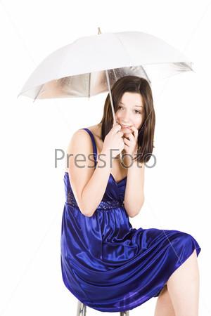 Фотография на тему Девушка в синем платье и с зонтом застенчиво прикусывает пальчик