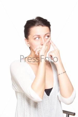 Молодая женщина с контактными линзами