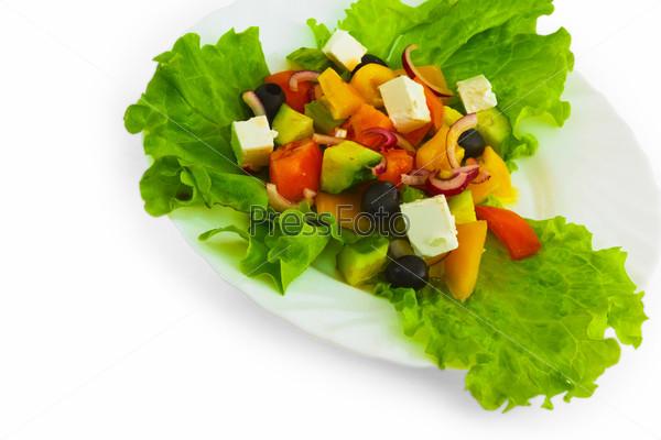 Сыр, огурец, помидор, салат, изолированный на белом фоне