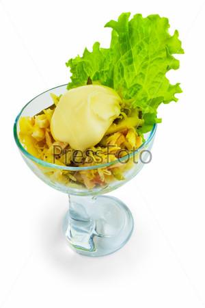 Фотография на тему Сыр колбаса и салат, изолированные на белом фоне