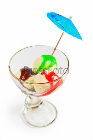 Фотография на тему Мороженое, изолированное на белом фоне