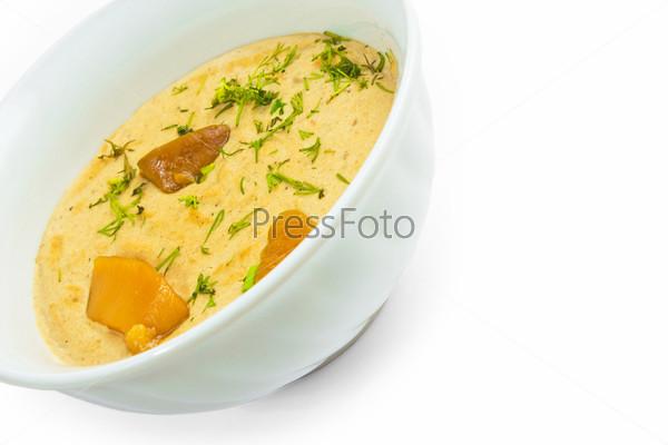 Фотография на тему Тарелка грибного супа, изолированная на белом фоне