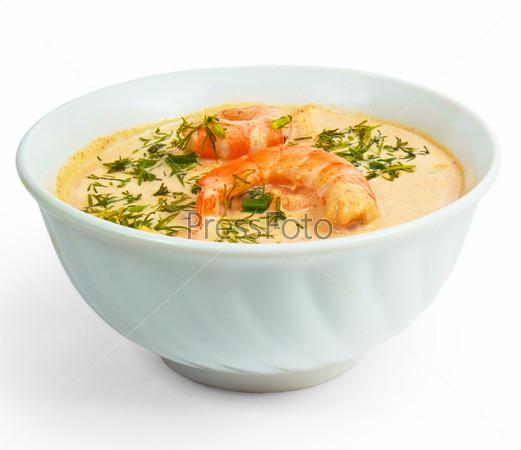 Миска с супом из креветок и укропа, изолированная на белом фоне