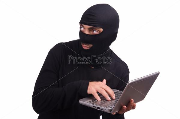 Хакер с компьютером в маске