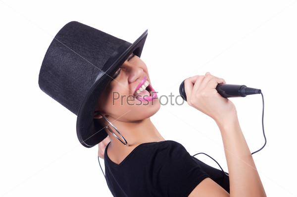 Афро-американская певица на белом фоне