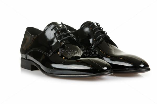Мужские туфли на белом фоне