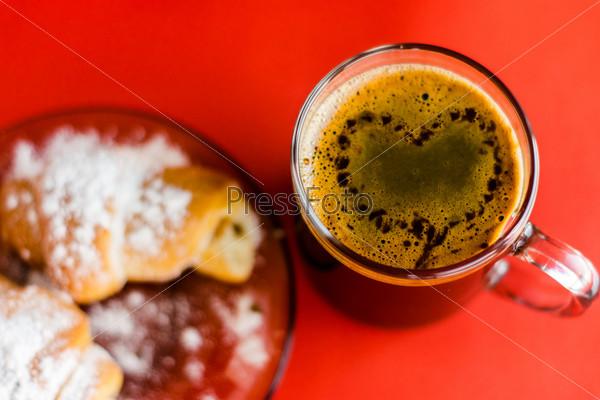 Я люблю кофе и круассан