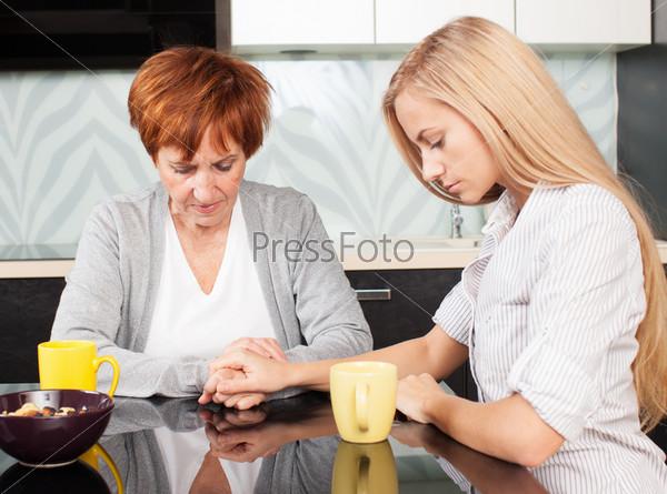 Фотография на тему Дочка с матерью
