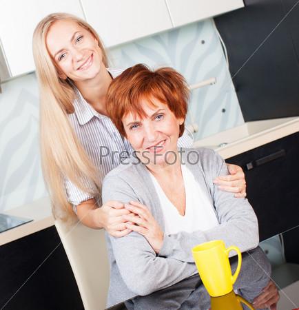 Дочка с матерью