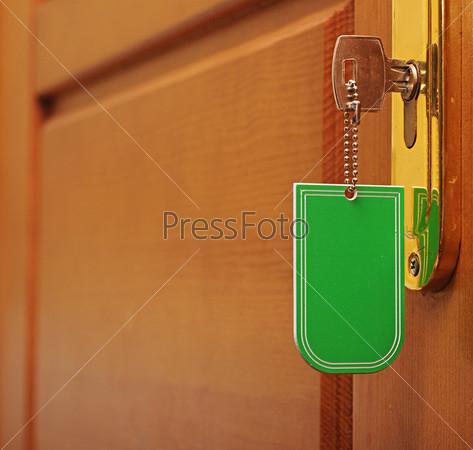 Фотография на тему Ключ с пустым брелоком в замочной скважине