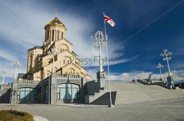 Фотография на тему Троицкий собор в Тбилиси