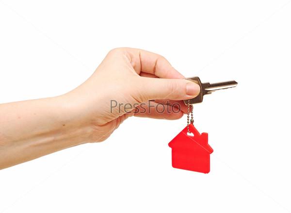 Рука передает ключ от дома