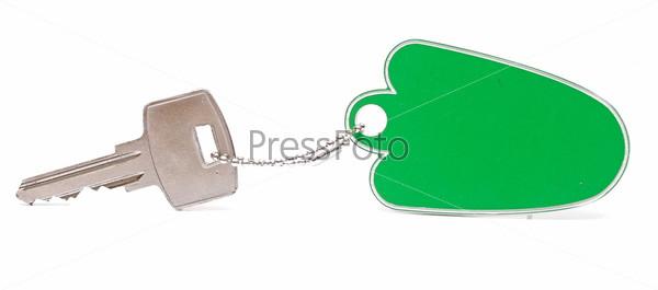 Фотография на тему Зеленый пустой брелок и серебряный ключ на белом фоне