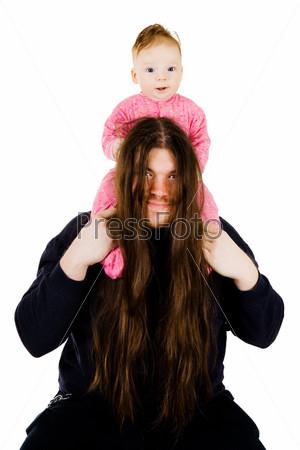 Отец-металлист с сыном на плечах