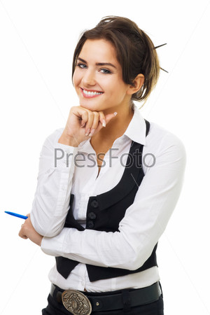 Женщина, смотрящая в камеру на белом фоне
