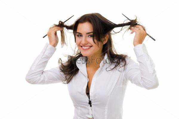 Фотография на тему Женщина накручивает волосы на палки