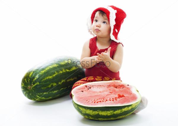 Фотография на тему Малышка с арбузом