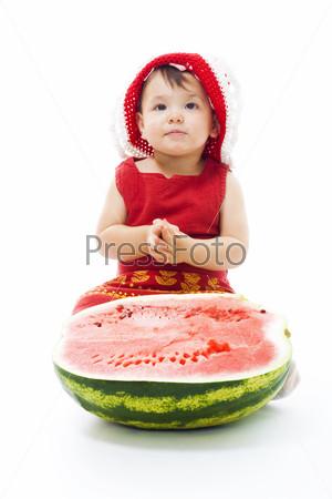 Малышка с арбузом