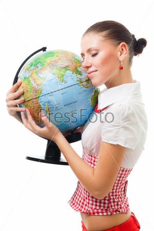 Молодая женщина с глобусом