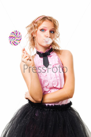 Фотография на тему Женщина, жующая жвачку и держащая конфету