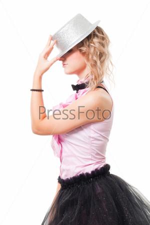 Портрет девушки в шляпе фокусника