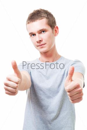 Фотография на тему Оптимистичный молодой человек с поднятыми вверх пальцами
