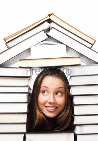 Фотография на тему Девушка в домике из книг