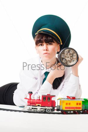 Сердитый железнодорожный рабочий с фонарем