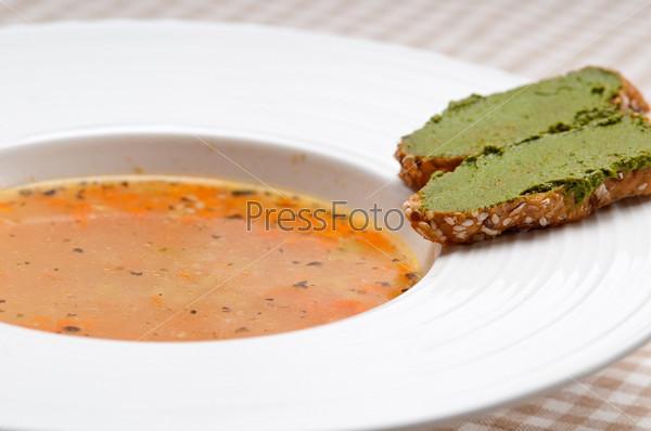 Итальянский суп минестроне с песто кростини