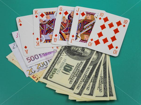 Карты лежат на деньгах