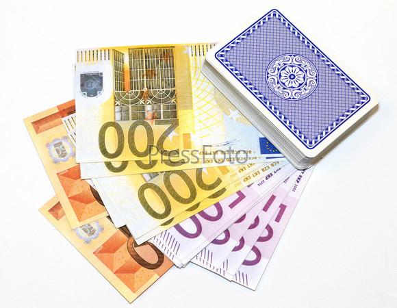 Фотография на тему Колода карт лежит на деньгах