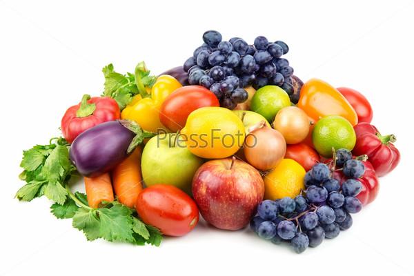 Набор различных фруктов и овощей, изолированных на белом фоне