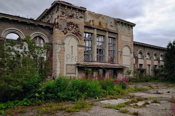 Фотография на тему Разрушенное старое здание