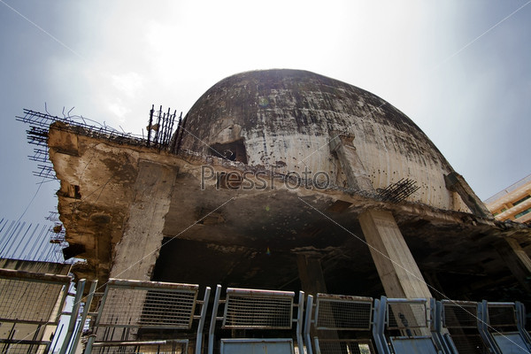 Фотография на тему Старый разрушенный кинотеатр в центре Бейрута, Ливан