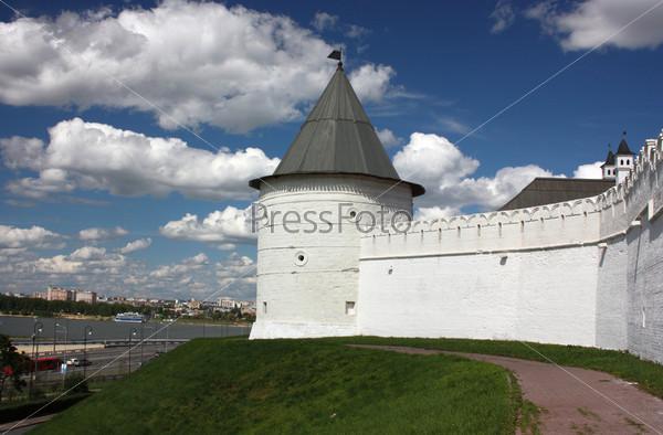 Башня и стена Казанского Кремля. Россия, Республика Татарстан, Казань