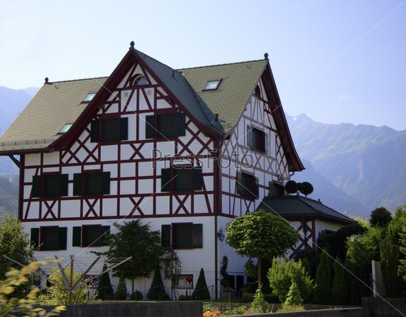 Фотография на тему Домик в Альпах крупным планом