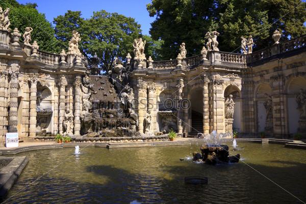Фонтан во внутреннем дворике дворца