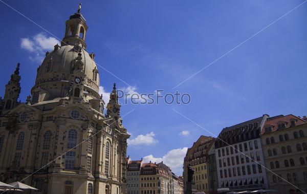 Фотография на тему Собор Фрауэнкирхе и старинные немецкие дома, Дрезден