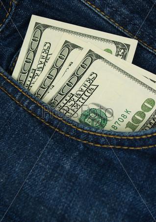 Фотография на тему Стодолларовые купюры в кармане джинсов