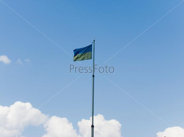 Фотография на тему Украинский флаг на фоне неба