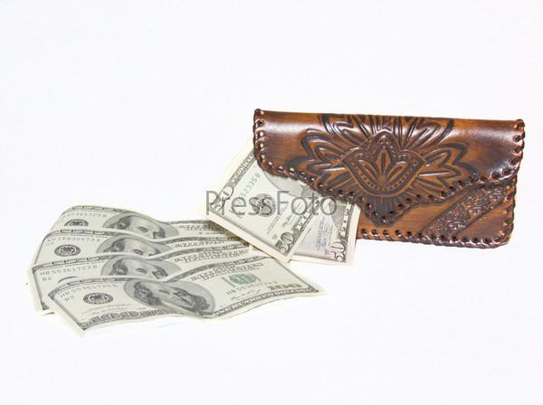 Кошелек и несколько долларовых купюр